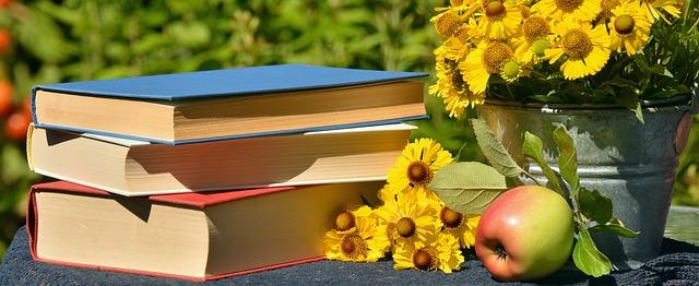 květiny u knih
