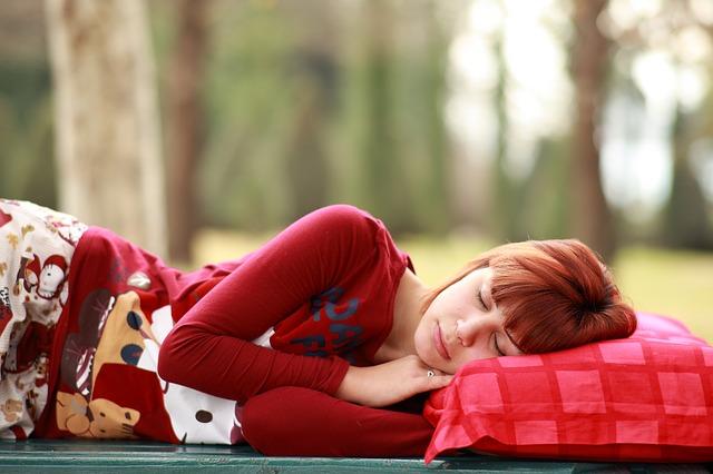spánek na polštáři